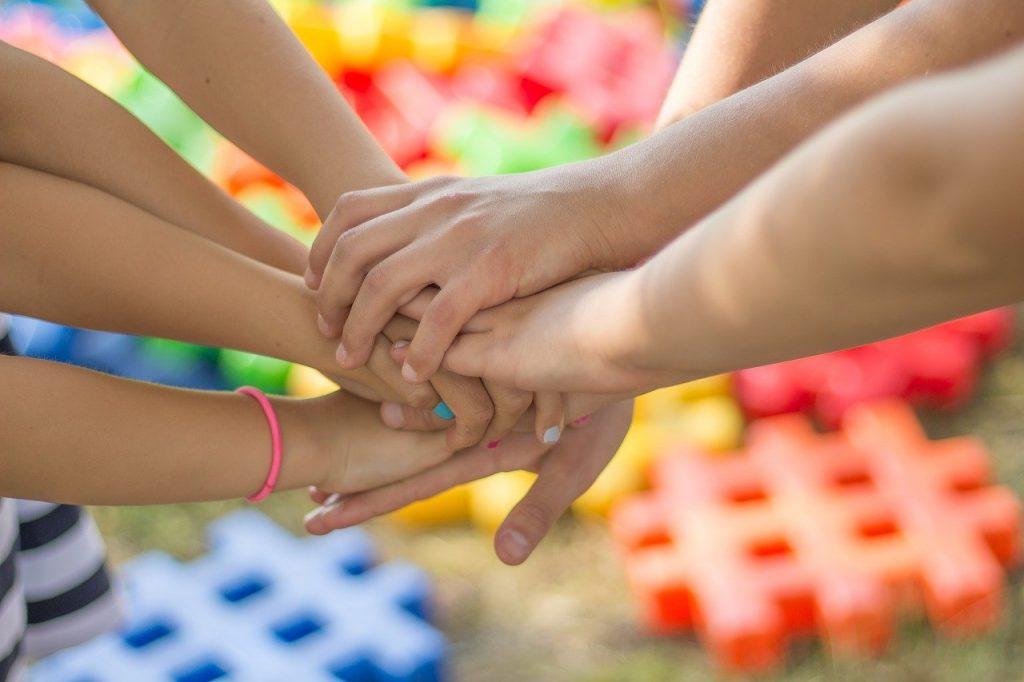 mains ensemble amitié